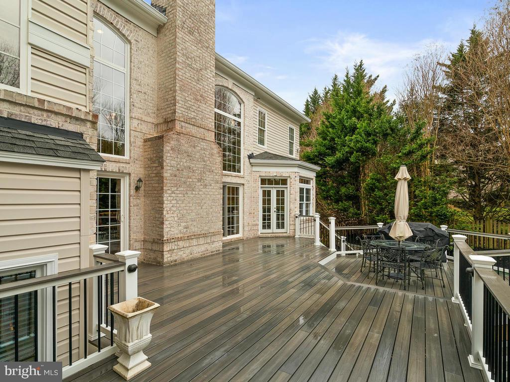 HUGE DECK - 10801 WINDCLOUD CT, OAKTON
