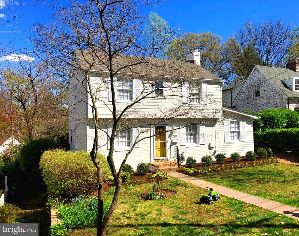 Charming center hall colonial - 7411 RIDGEWOOD AVE, CHEVY CHASE