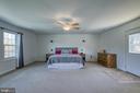 Over-size master suite - 435 OAKRIDGE DR, STAFFORD