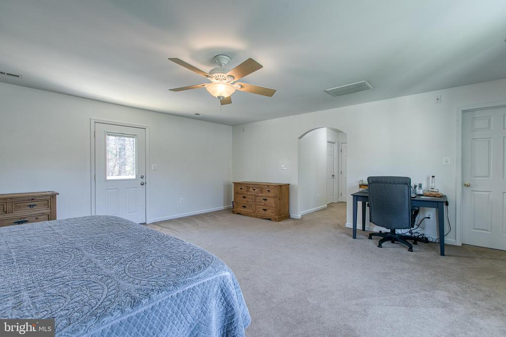 Master Suite with room for sitting area - 435 OAKRIDGE DR, STAFFORD