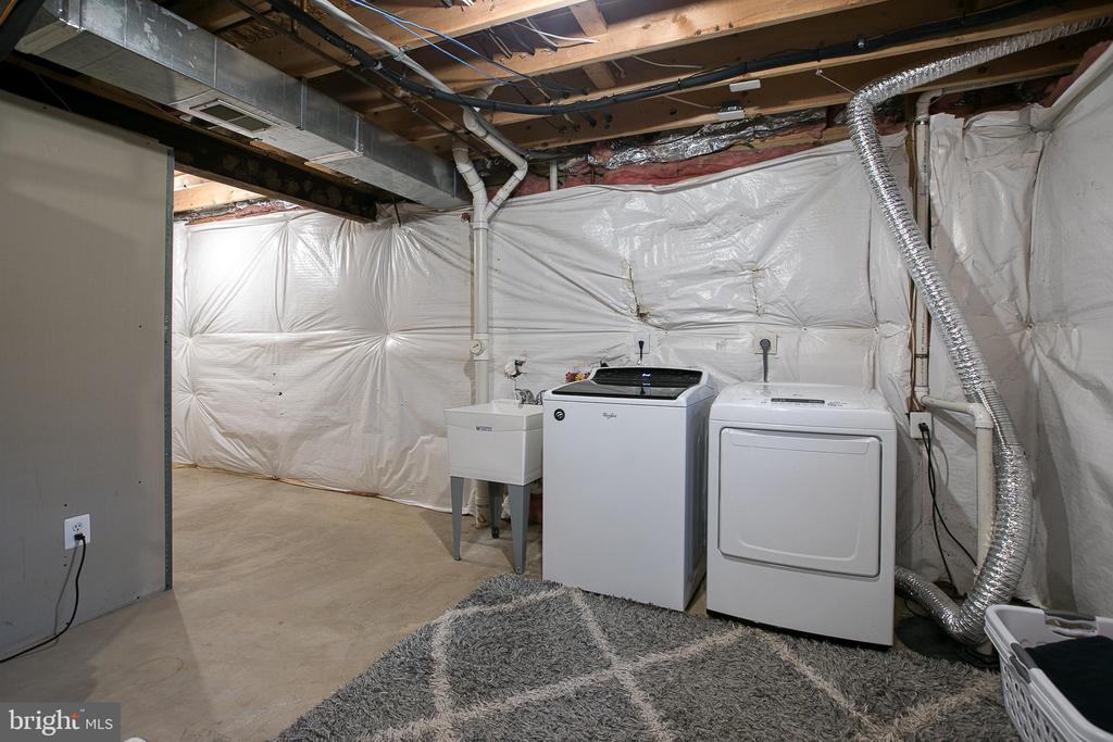 Laundry in Basement - 435 OAKRIDGE DR, STAFFORD
