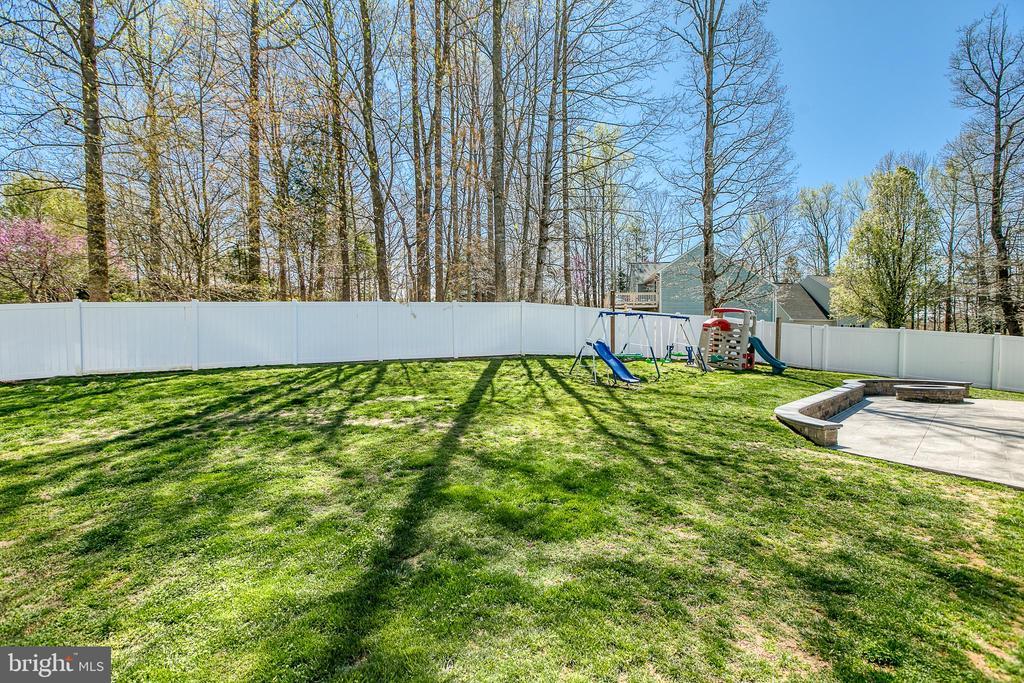 Composite fenced-in backyard - 435 OAKRIDGE DR, STAFFORD