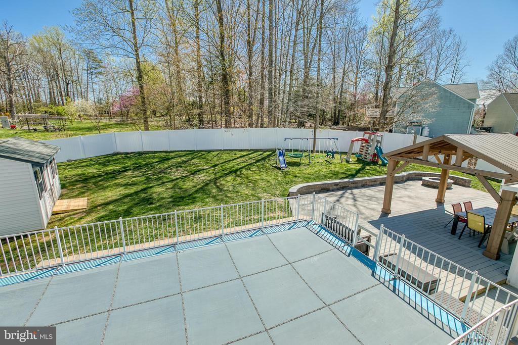 The perfect backyard for entertaining. - 435 OAKRIDGE DR, STAFFORD