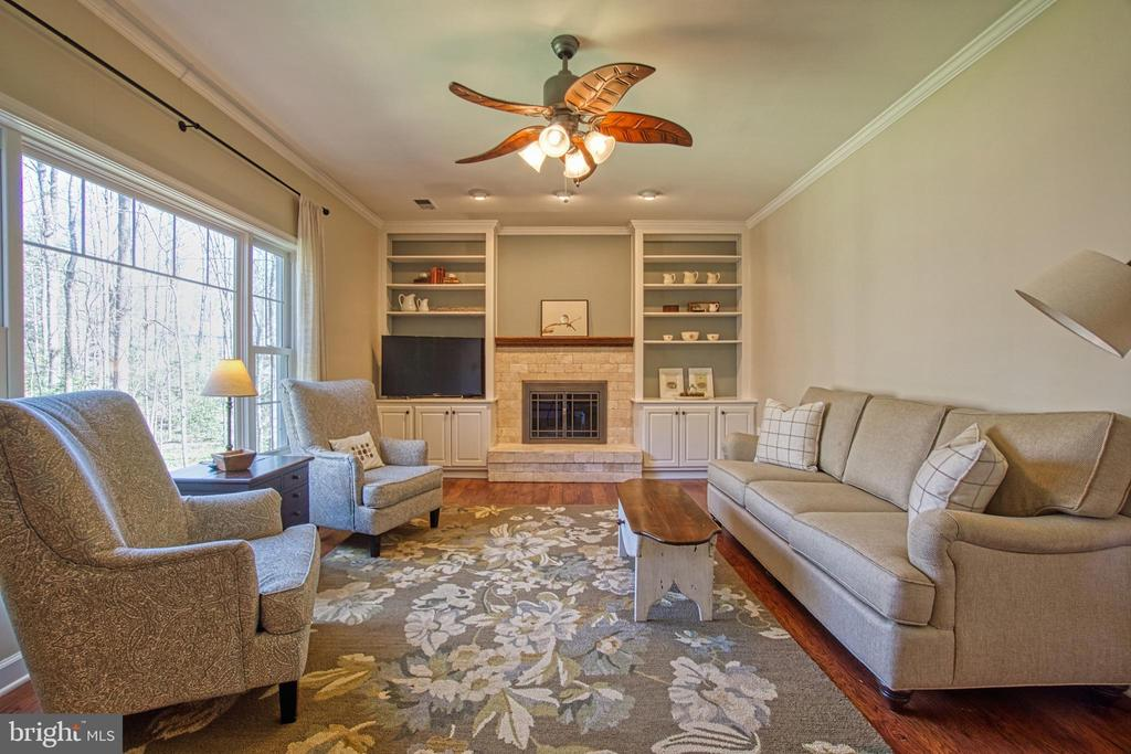 Built Ins, Hardwood Floors, lots of Natural Light - 7308 S VIEW CT, FAIRFAX STATION
