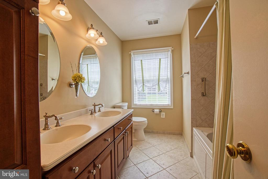 Upstairs Hall Bathroom with Double Sinks - 7308 S VIEW CT, FAIRFAX STATION
