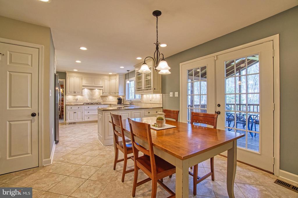 Eat In Area w/ French Doors to Screened Porch/Deck - 7308 S VIEW CT, FAIRFAX STATION