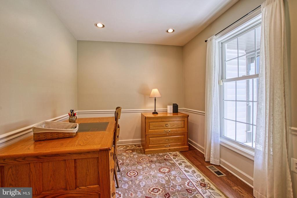 Office/Den/Library with Recessed and Natural Light - 7308 S VIEW CT, FAIRFAX STATION