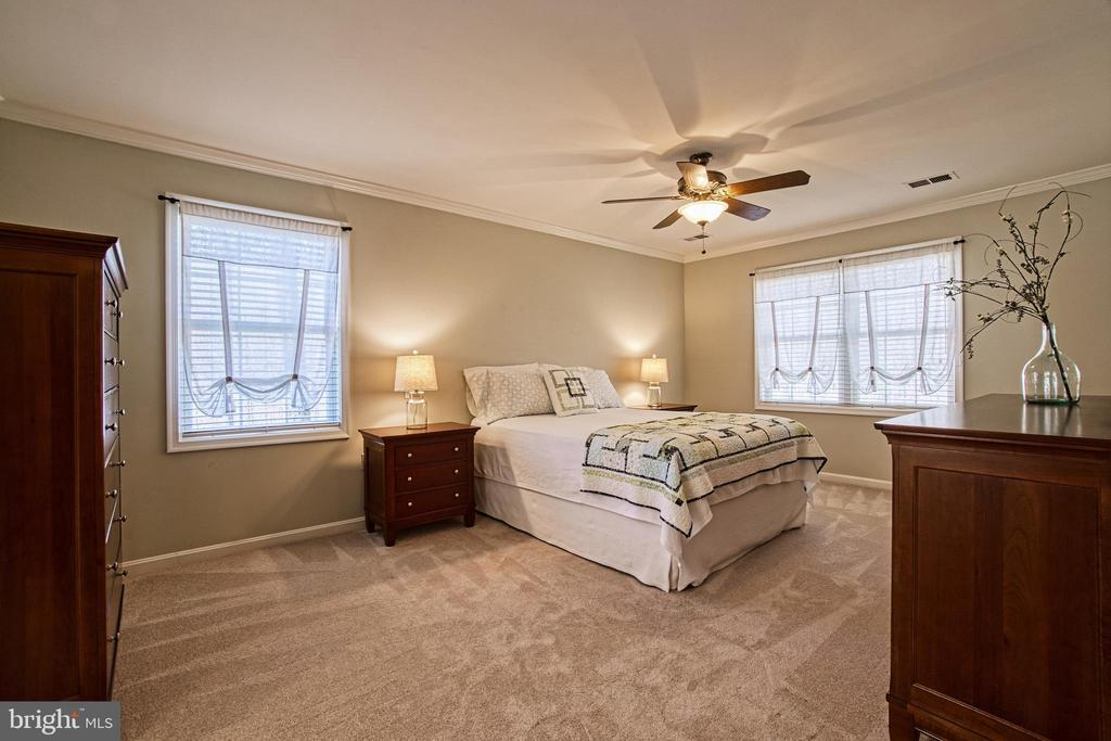 Master Bedroom Suite Overlooks Back Yard - 7308 S VIEW CT, FAIRFAX STATION