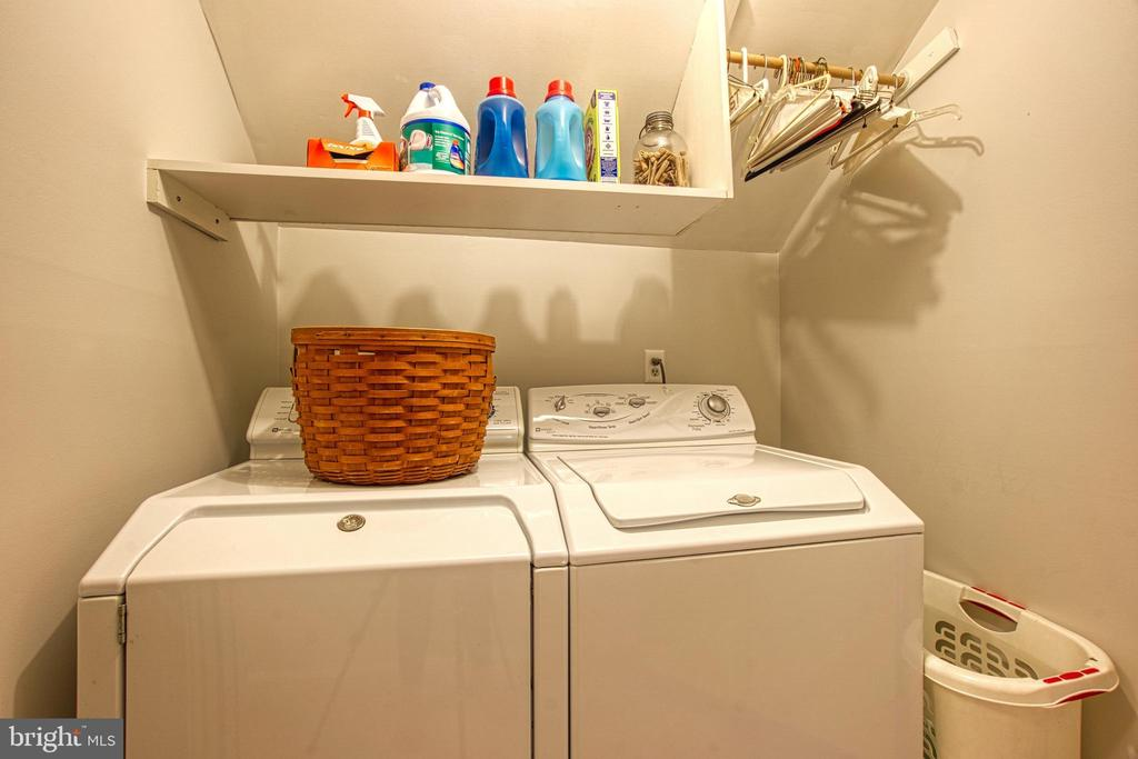 Upper Bedroom Level Laundry! - 7308 S VIEW CT, FAIRFAX STATION