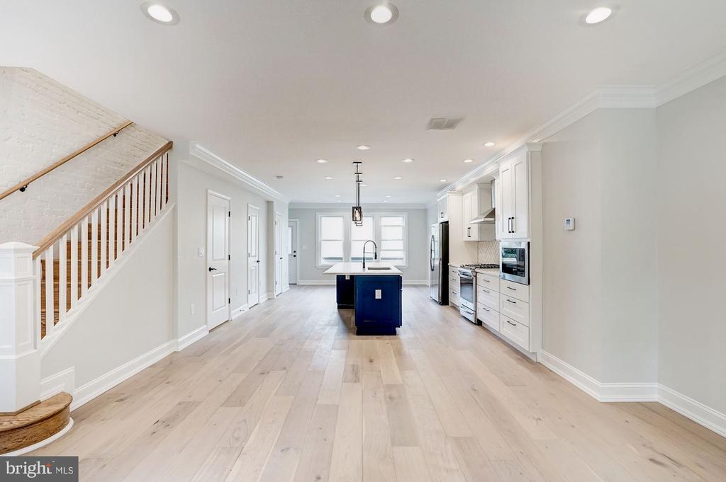 Gorgeous Wideplank Oak floors - 207 VARNUM ST NW, WASHINGTON