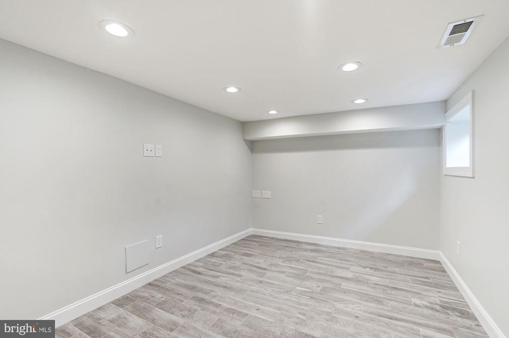 Stylish Family Room - 207 VARNUM ST NW, WASHINGTON