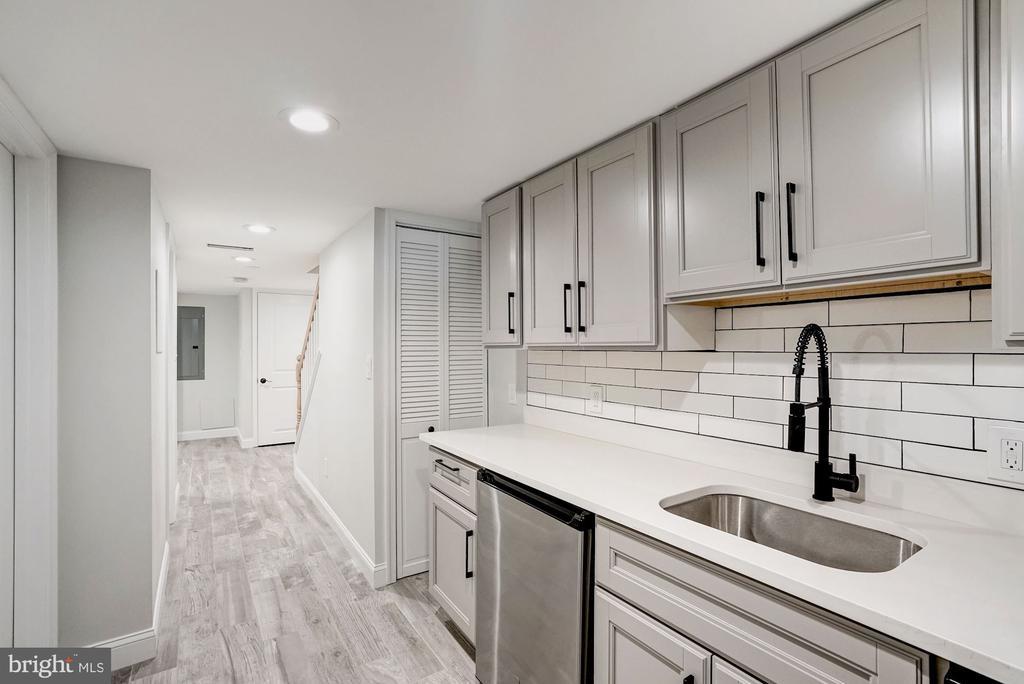 Convenient Kitchenette - 207 VARNUM ST NW, WASHINGTON