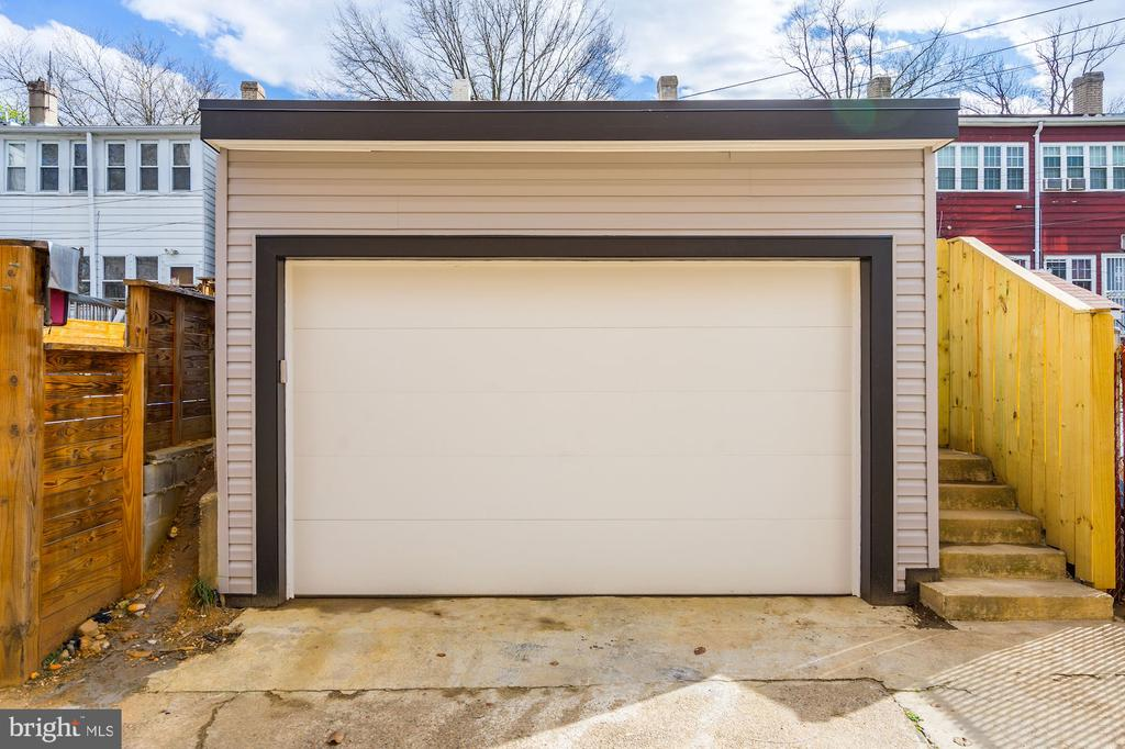 Newly Built DetachedGarage - 207 VARNUM ST NW, WASHINGTON