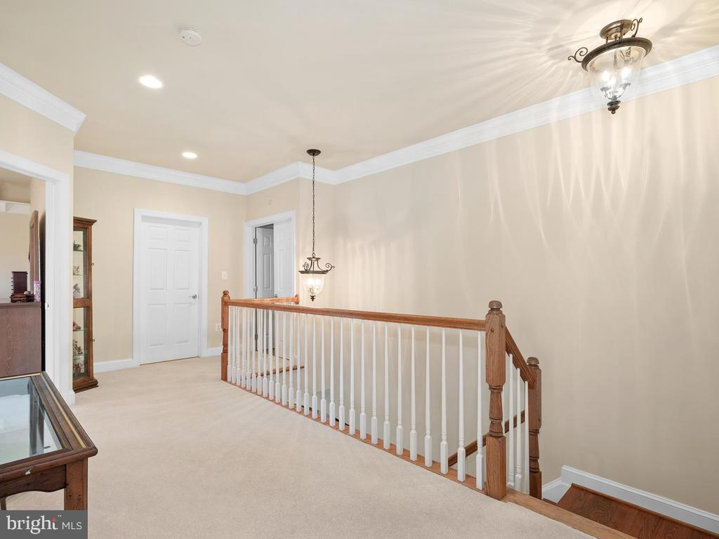 Upper level foyer - 38511 DITCHLING PL, HAMILTON