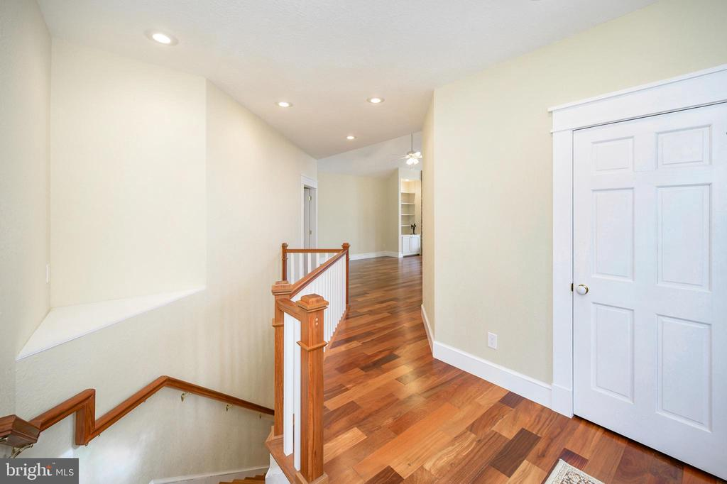 You will love the angles in this home. - 123 MT VERNON CT, LOCUST GROVE