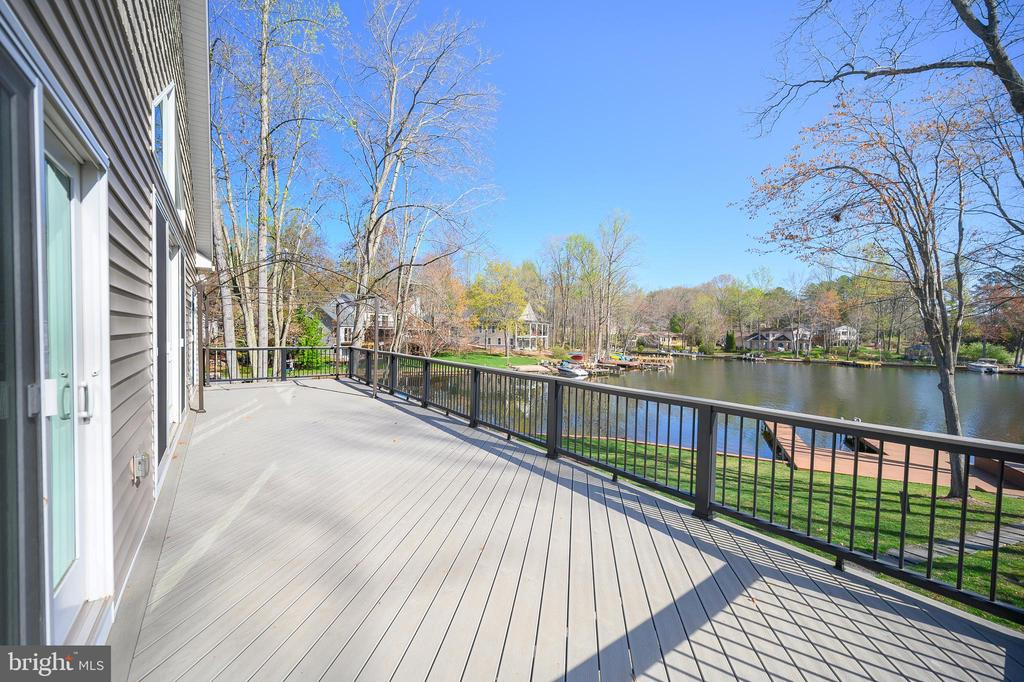 Expansive deck for those summer parties - 123 MT VERNON CT, LOCUST GROVE