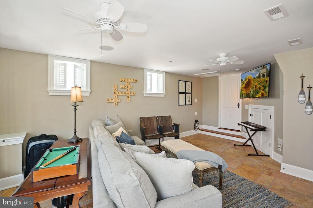 4th floor bedroom or entertainment room - 320 N PATRICK ST, ALEXANDRIA