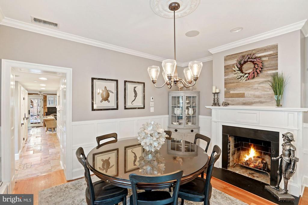 Formal dining room w/fireplace - 320 N PATRICK ST, ALEXANDRIA