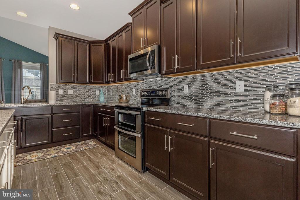 Kitchen shown with optional Backsplash - 307 NICHOLAS HALL ST, NEW MARKET