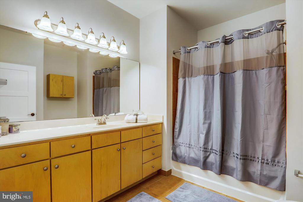 Full Bath - 631 D ST NW #129, WASHINGTON
