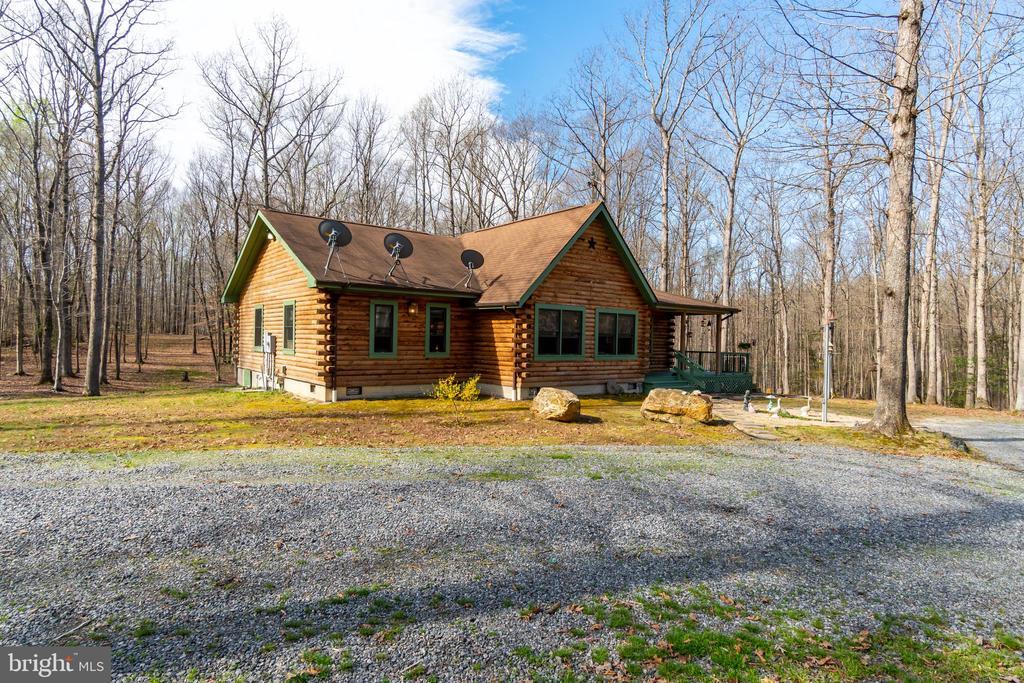 Log Cabin in the Woods - 9512 TODDS TAVERN DR, SPOTSYLVANIA