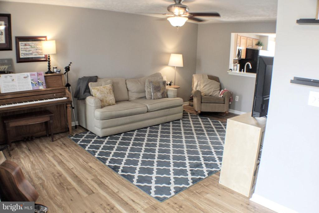 View from front door into family room - 44084 FERNCLIFF TER, ASHBURN