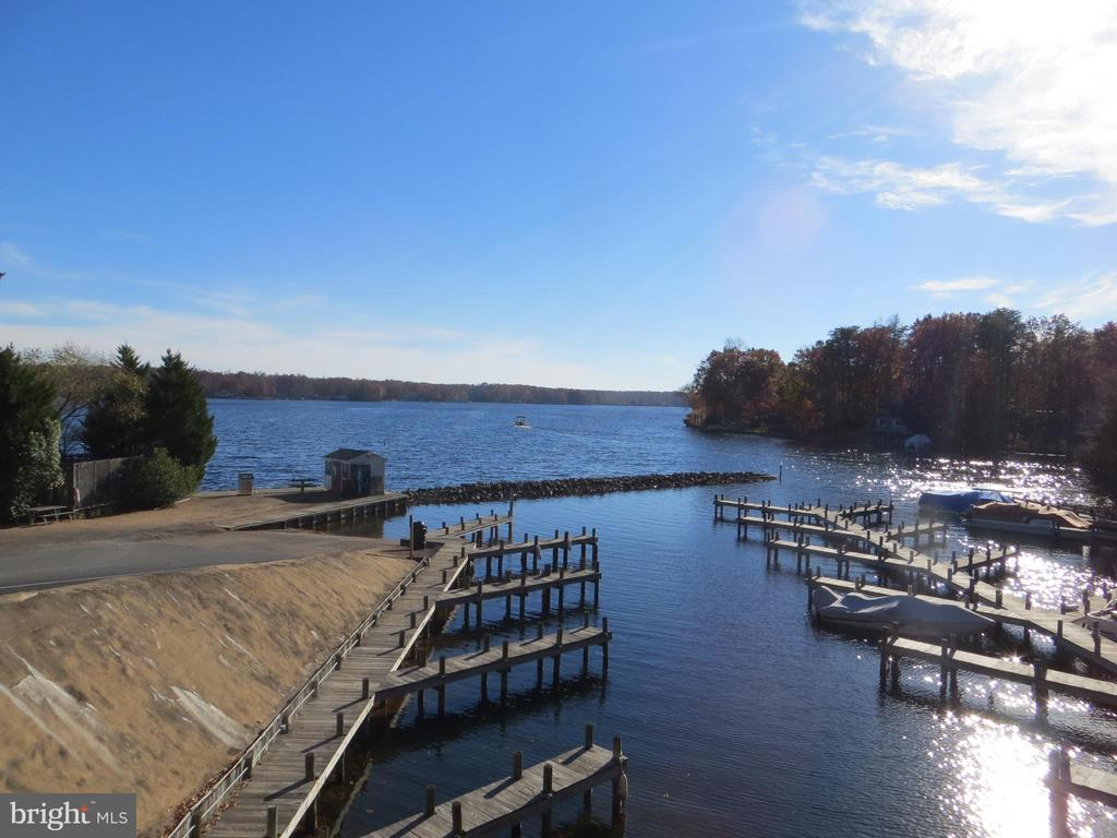two marinas for launching - 518 HARRISON CIR, LOCUST GROVE