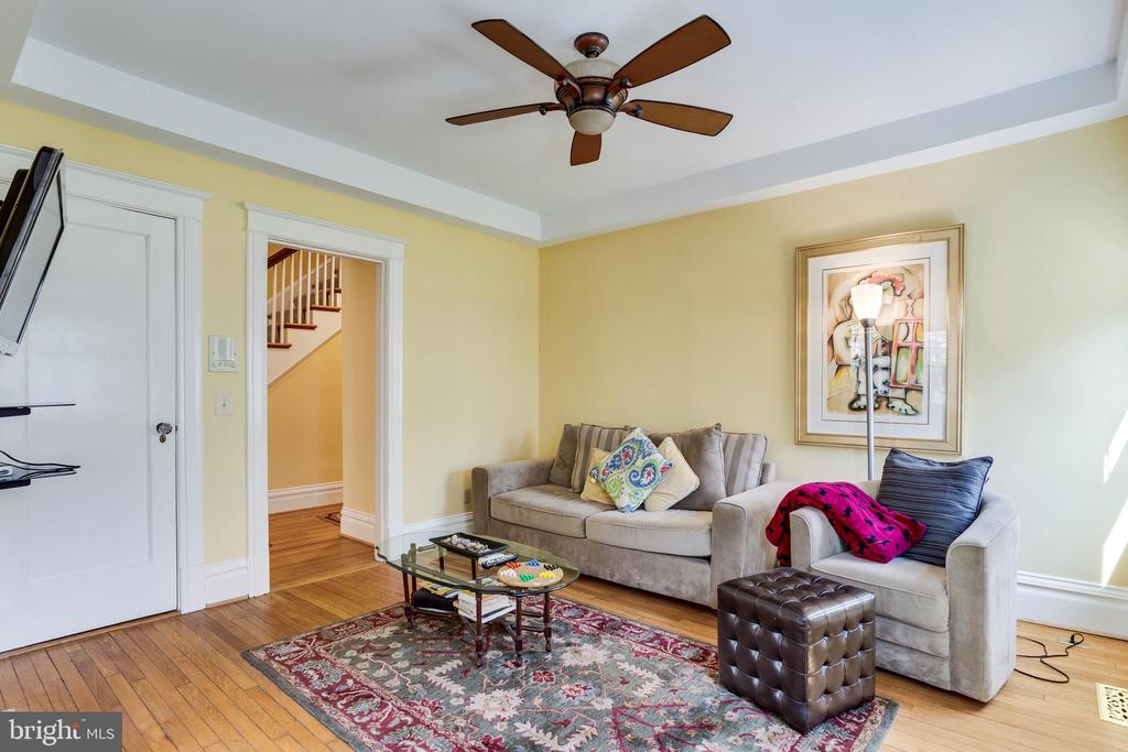 Sitting Area Off Living Room - 4311 BRADLEY LN, CHEVY CHASE