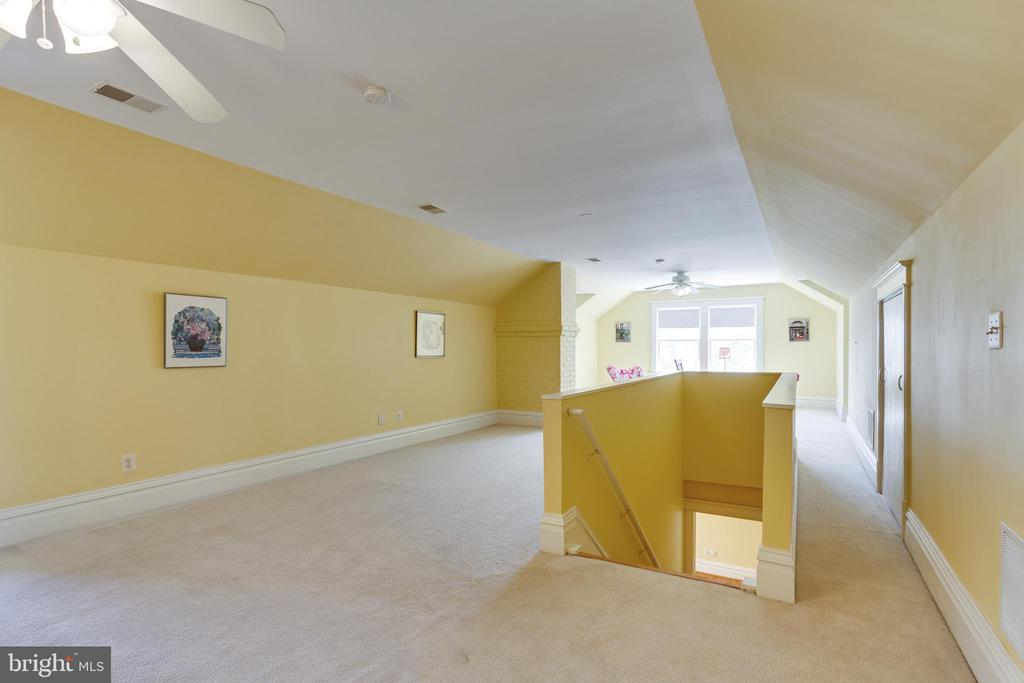 Top Level - Huge Open Room - 4311 BRADLEY LN, CHEVY CHASE