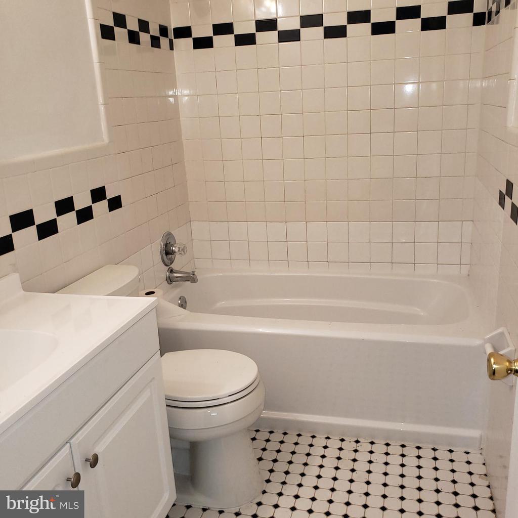 Updated Hall Bathroom - 6100 ELMENDORF DR, SUITLAND