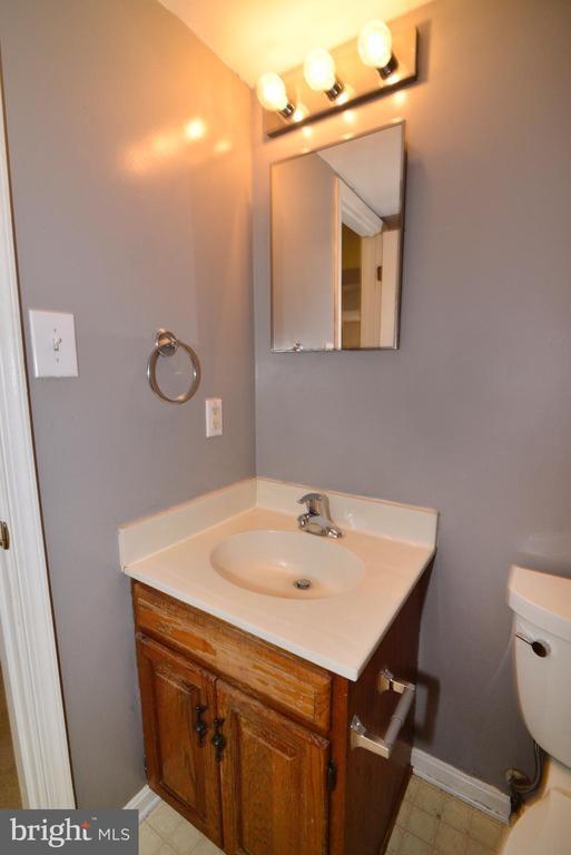 Full Hall bath. - 7874 WAVERLEY MILL CT, GAINESVILLE