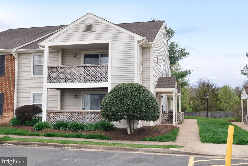 Move-in Ready! 2nd level, 2BR, 2Bath condo! - 7874 WAVERLEY MILL CT, GAINESVILLE