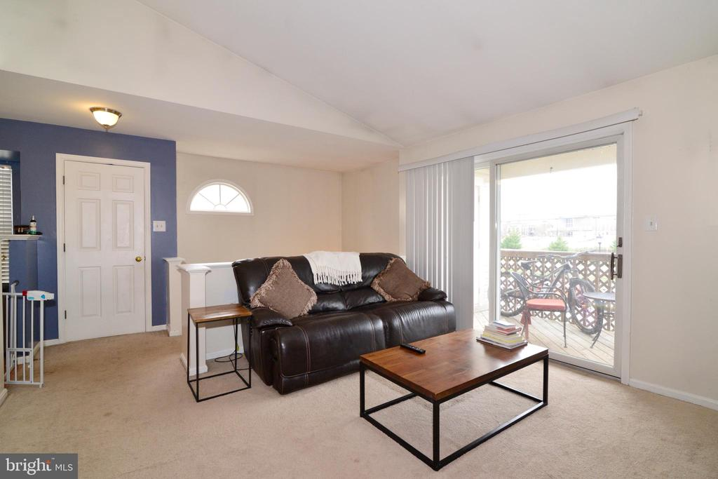 Inviting Living Room opens to dining/kitchen! - 7874 WAVERLEY MILL CT, GAINESVILLE