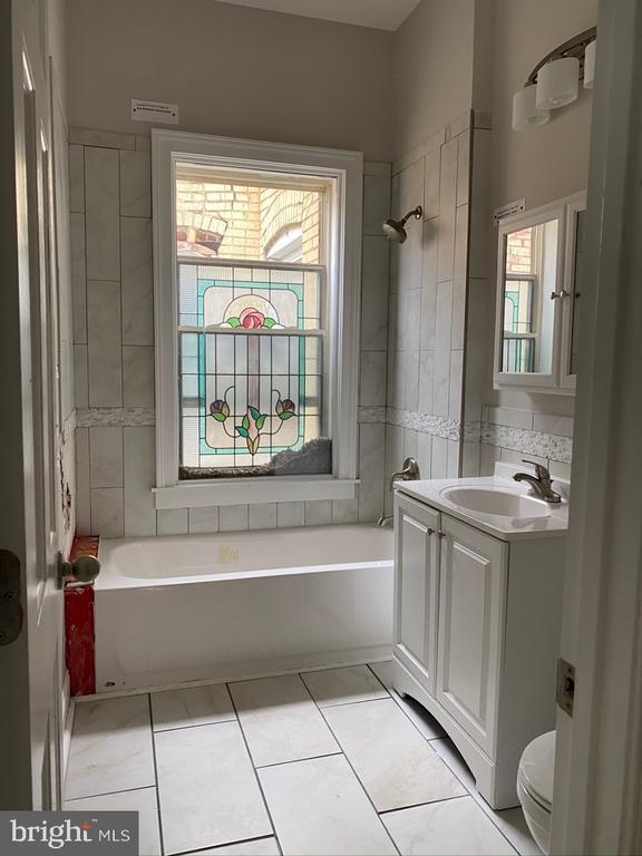 Hall bathroom - 1946 3RD ST NW, WASHINGTON