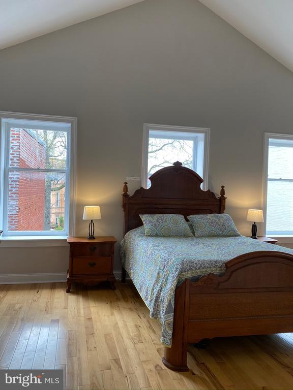 Great natural light - 1946 3RD ST NW, WASHINGTON