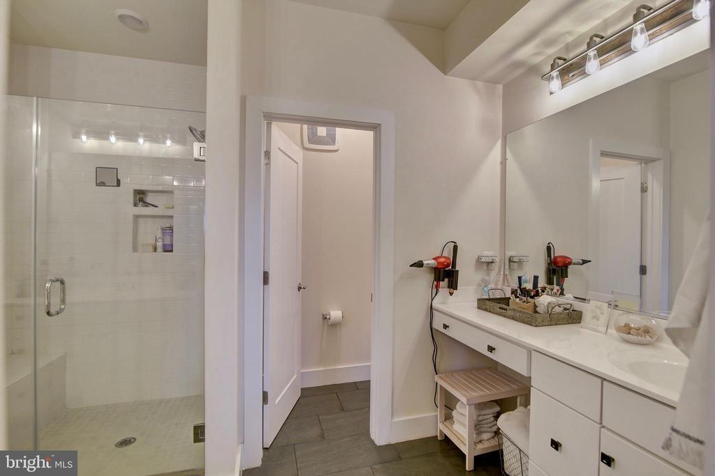 Upgraded master bathroom - 20539 MILBRIDGE TER, ASHBURN