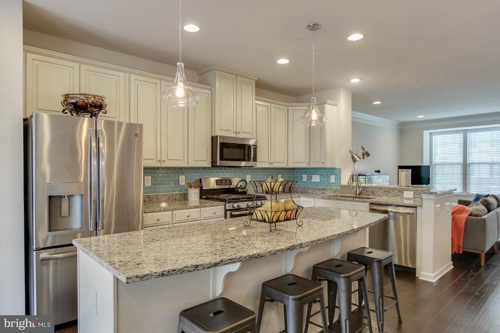 Creamy white cabinetry, SS appliances- gas cooking - 5812 ROCHEFORT ST, IJAMSVILLE