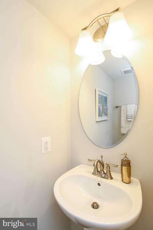 Pedestal sinks highlight half baths - 5812 ROCHEFORT ST, IJAMSVILLE