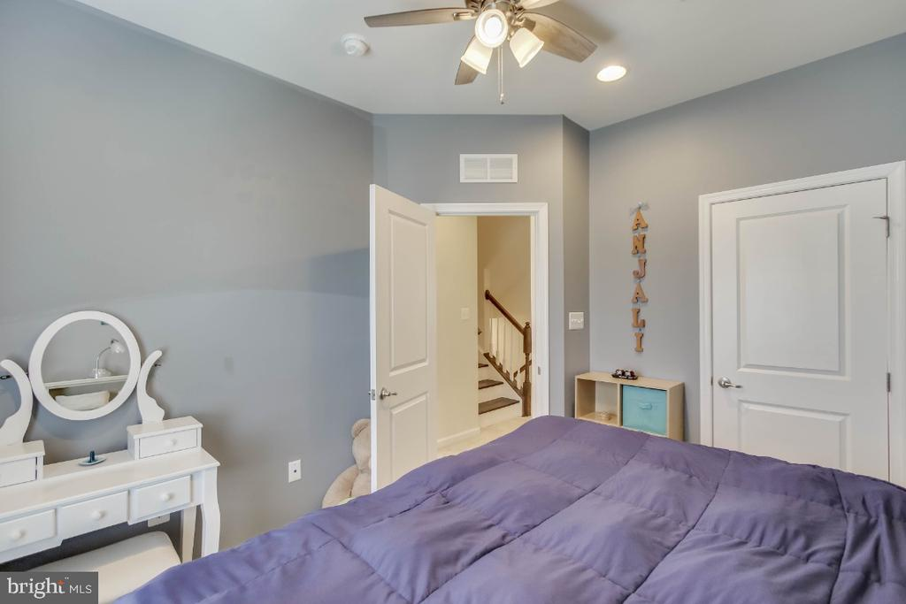 Updated with ceiling fan - 5812 ROCHEFORT ST, IJAMSVILLE