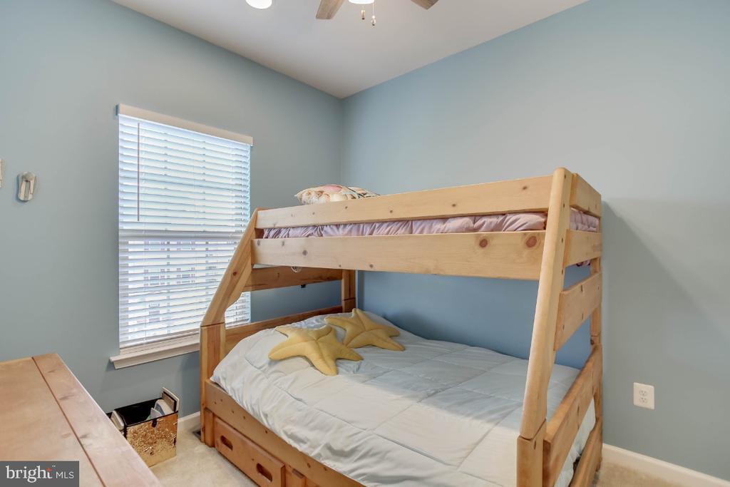 Bedroom 2, neutral palette - 5812 ROCHEFORT ST, IJAMSVILLE