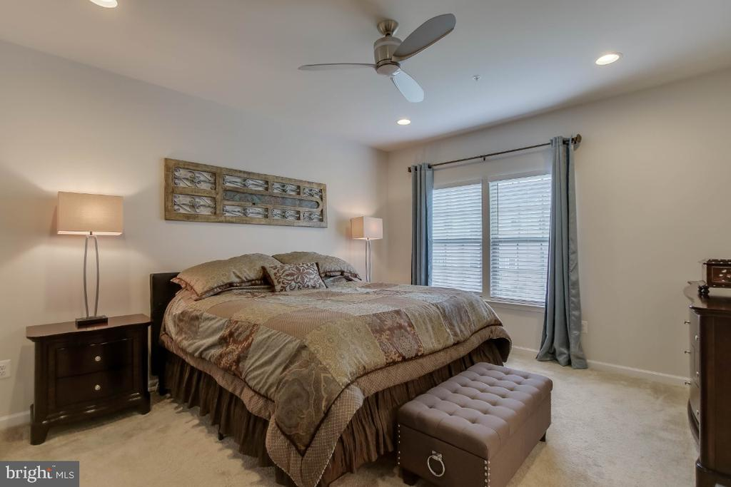 Owners suite with space for your king sized bed - 5812 ROCHEFORT ST, IJAMSVILLE