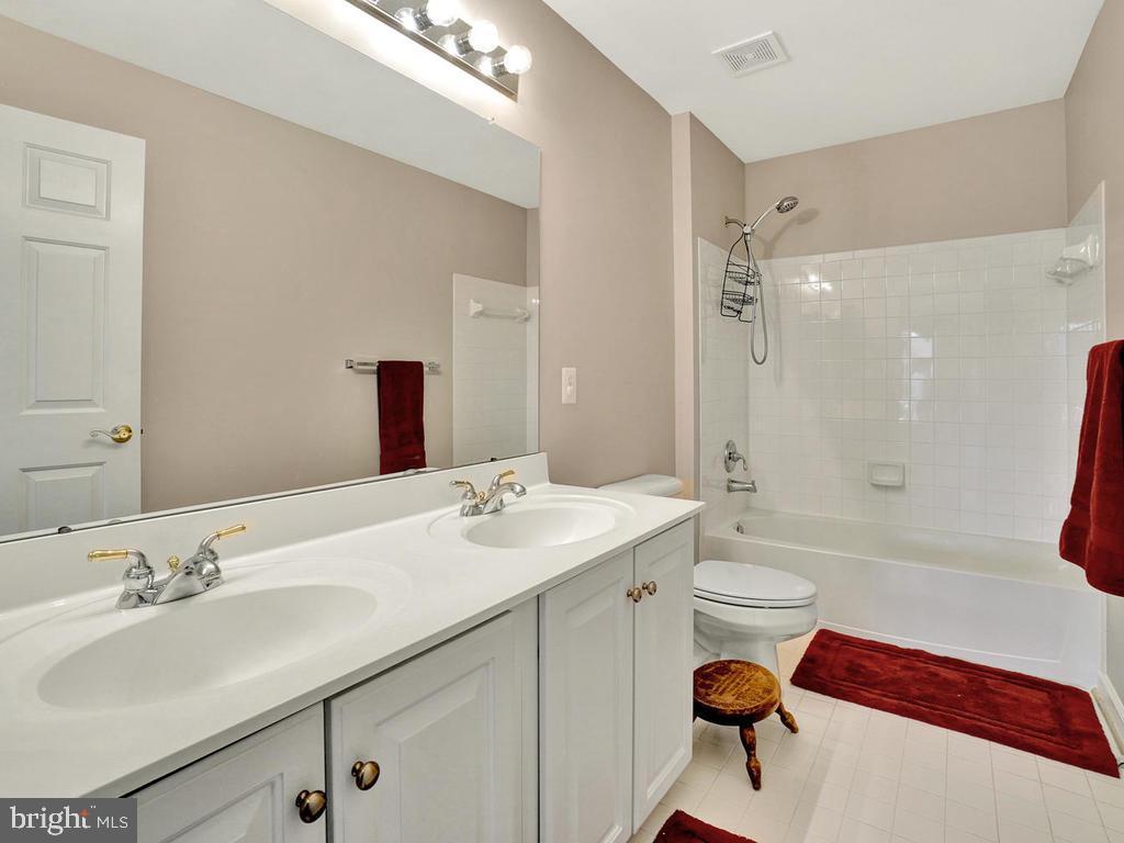 Full Hall Bathroom - 11206 ANGUS WAY, WOODSBORO
