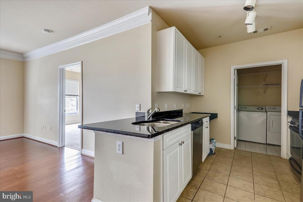Kitchen w/ White Cabinets and Granite Counters - 501 HUNGERFORD DR #157, ROCKVILLE