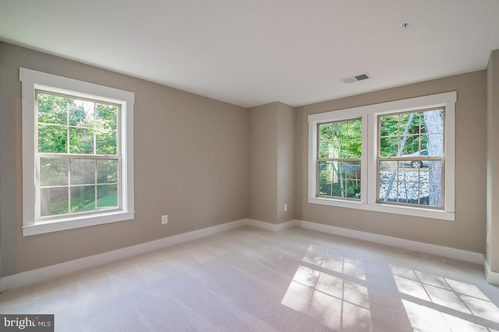 Lots of windows - 344 SADDLE RD, NEW MARKET