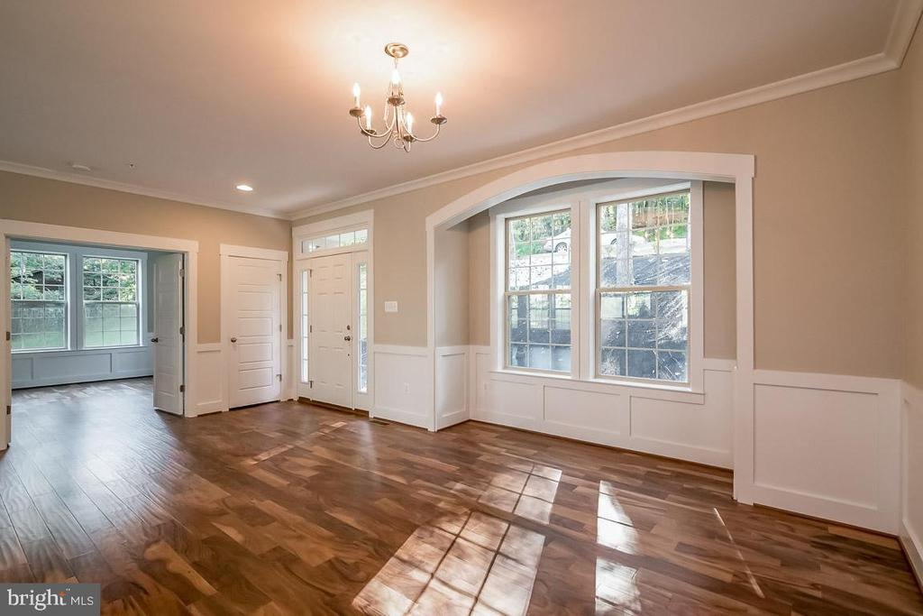 Amazing details and loads of Natural Light - 344 SADDLE RD, NEW MARKET
