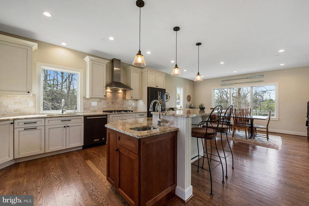Beautiful work spaces in the kitchen - 1696 BEECH LN, ANNAPOLIS