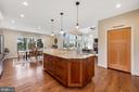Large center island with prep sink - 1696 BEECH LN, ANNAPOLIS