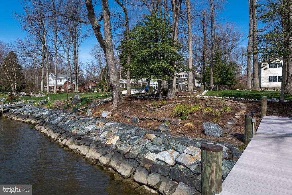 Shoreline at this amazing waterfront oasis - 1696 BEECH LN, ANNAPOLIS