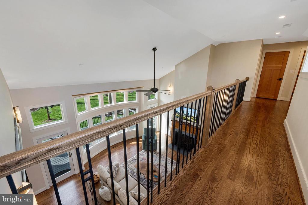Upper level breezeway overlooks the living room - 1696 BEECH LN, ANNAPOLIS
