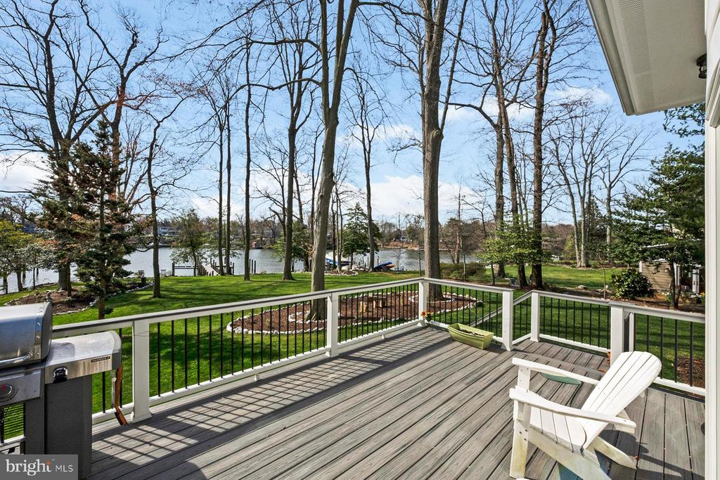 Spacious deck for grilling and relaxing - 1696 BEECH LN, ANNAPOLIS